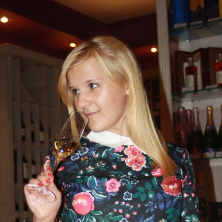 Технолог виноделия, сомелье Дарья Аксенова